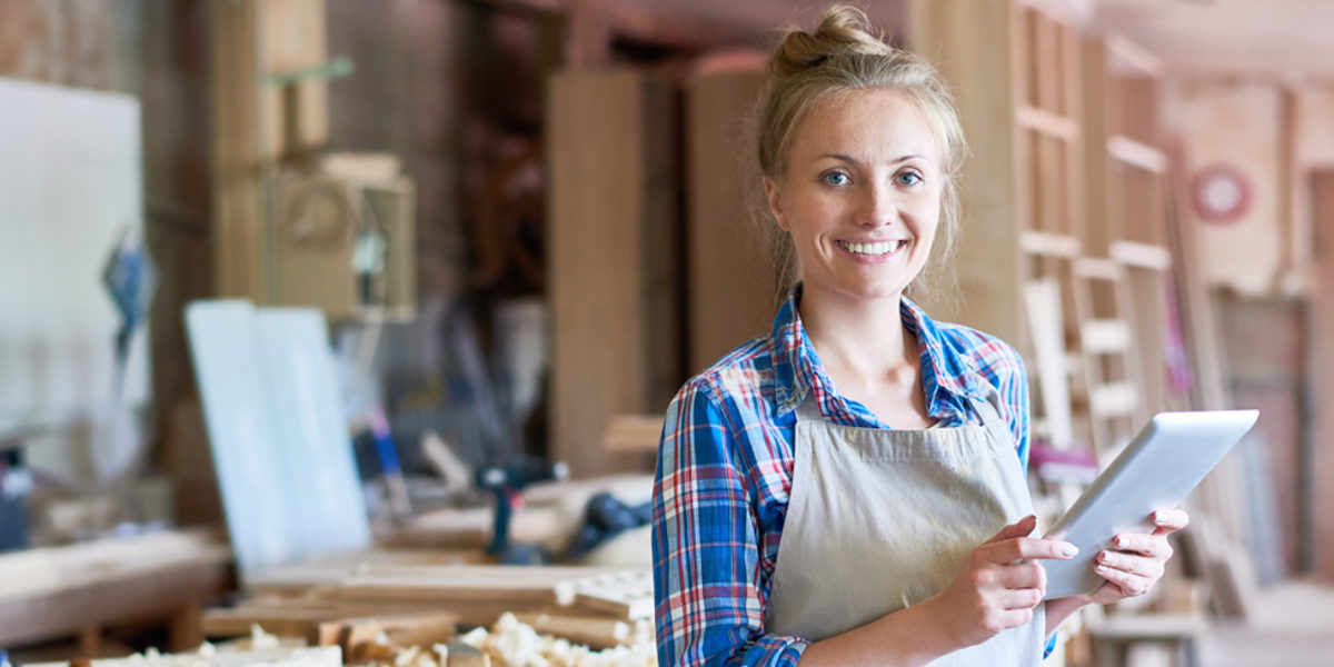 Portrait of happy young woman looking at camera using digital tablet in modern woodworking shop, copy space Schlagwort(e): small, business, traditional, craft, wood, wooden, woodwork, carpenter, carpenting, carpentry, joiner, joinery, manufactory, manufacturing, occupation, modern, workshop, work, shop, young, woman, female, using, digital, tablet, technology, connectivity, looking, camera, smiling, happy, manager, small, business, traditional, craft, wood, wooden, woodwork, carpenter, carpenting, carpentry, joiner, joinery, manufactory, manufacturing, occupation, modern, workshop, work, shop, young, woman, female, using, digital, tablet, technology, connectivity, looking, camera, smiling, happy, manager