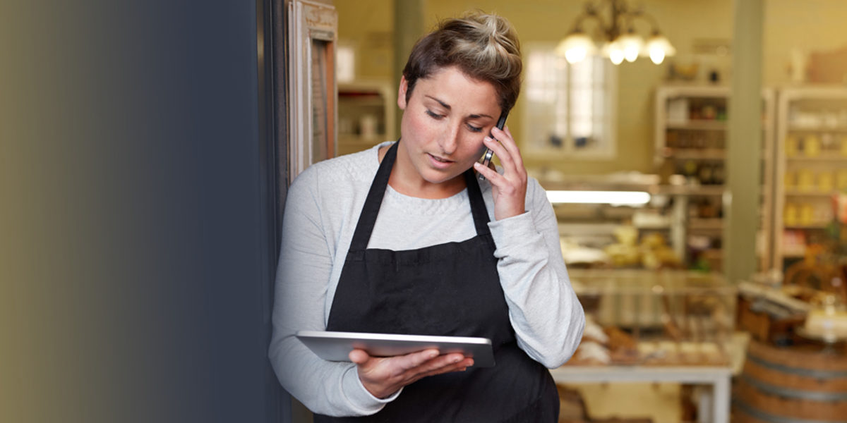 A young deli employee talking on the phone while working on a tablet Schlagwort(e): 20s, adult, apron, bakery, blurred background, boss, brunette, business, cafe, candid, casual, caucasian, cellphone, closeup, confidence, connected, copyspace, cropped, deli, dialing, employee, entrepreneur, female, friendly, happy, holding, indoors, industry, internet, looking, one person, only women, owner, people, phone, positivity, relaxed, short hair, small business, smiling, staff, standing, store, tablet, talking, uniform, woman, worker, working, young, 20s, adult, apron, bakery, blurred background, boss, brunette, business, cafe, candid, casual, caucasian, cellphone, closeup, confidence, connected, copyspace, cropped, deli, dialing, employee, entrepreneur, female, friendly, happy, holding, indoors, industry, internet, looking, one person, only women, owner, people, phone, positivity, relaxed, short hair, small business, smiling, staff, standing, store, tablet, talking, uniform, woman, worker, working, young